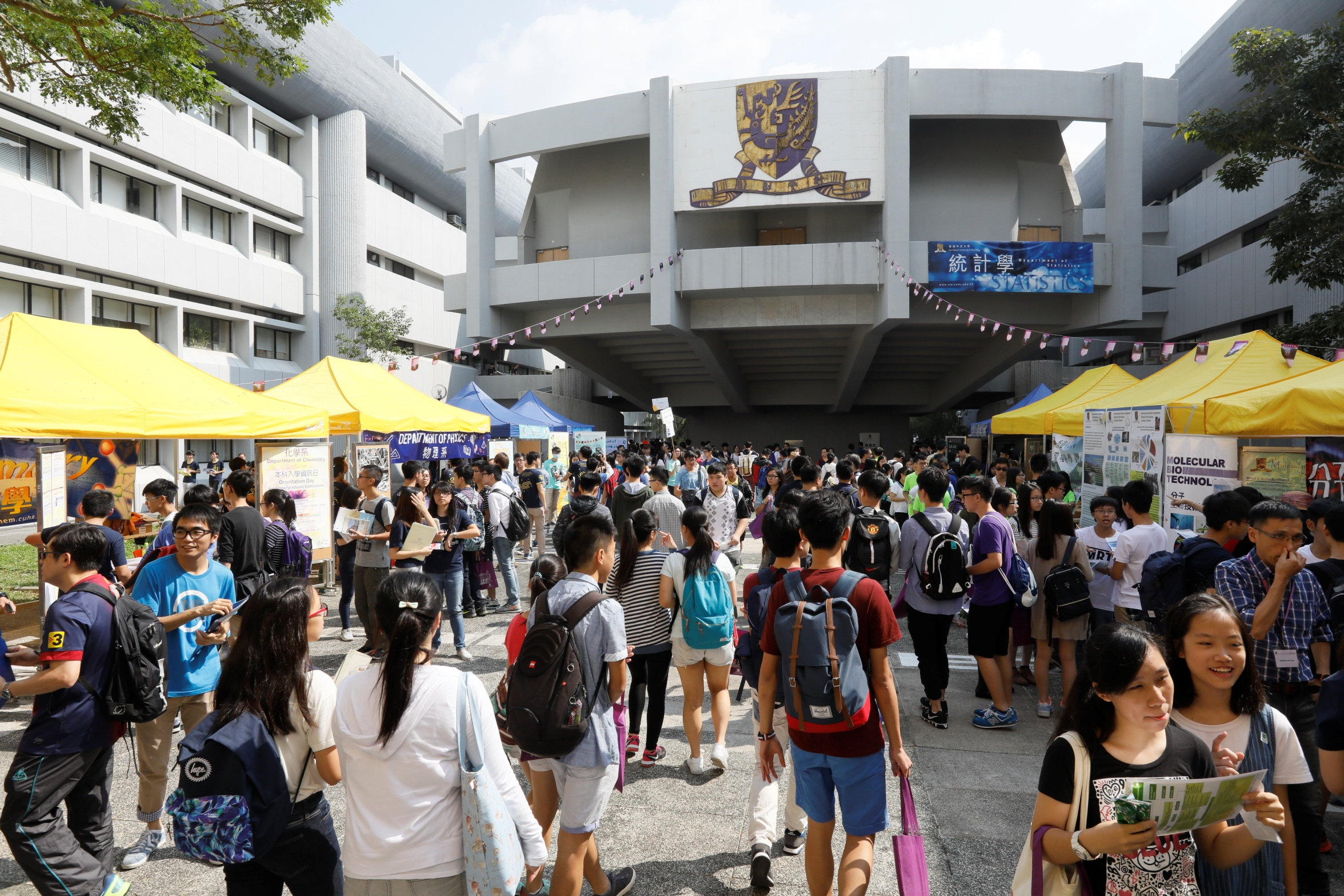 The Orientation Day for Undergraduate Admissions of CUHK draws 54 thousand visitors to the campus.