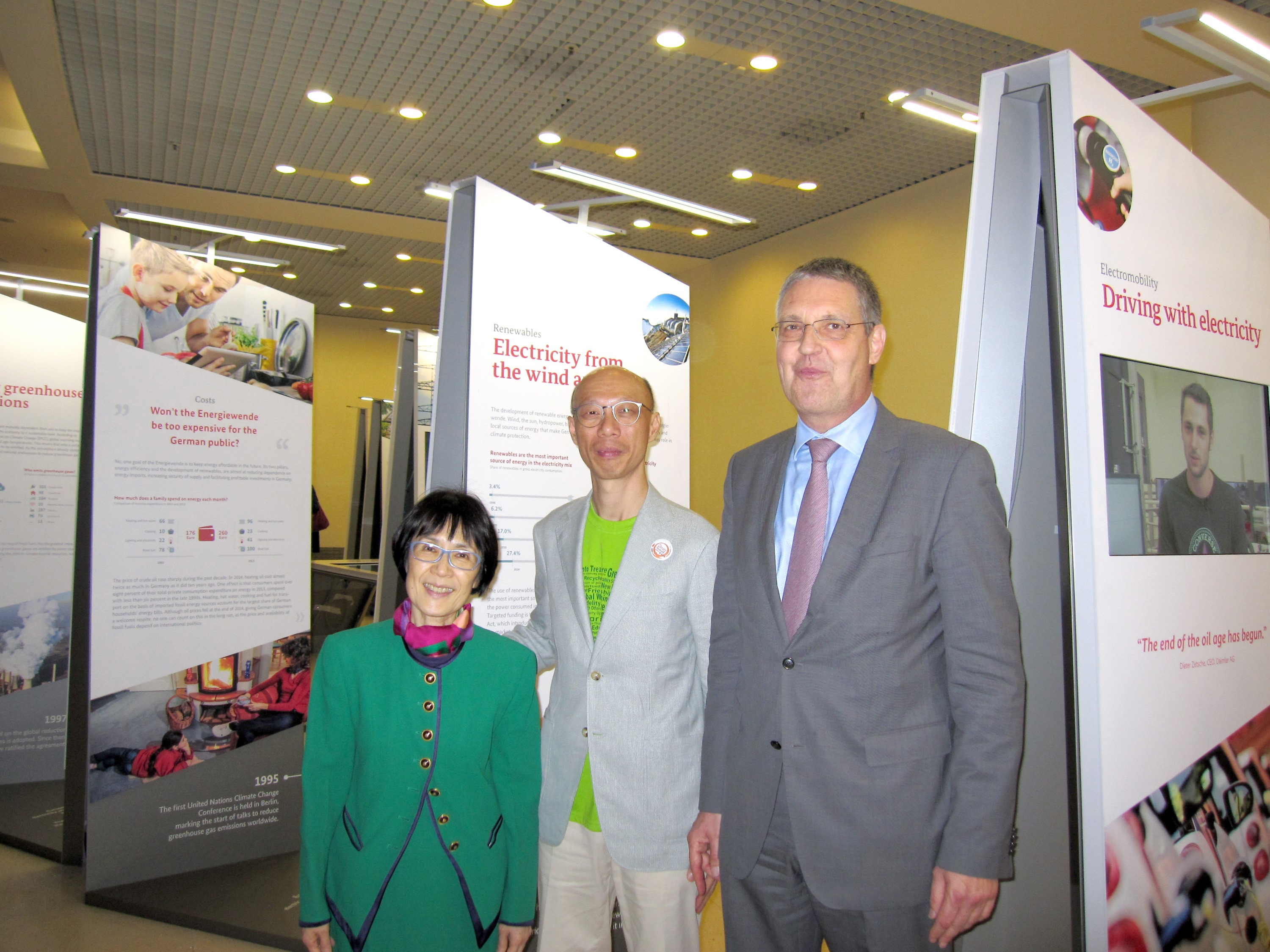 (From left) Prof. Fanny Cheung, Pro-Vice-Chancellor of CUHK, Mr. Wong Kam-sing, Secretary for the Environment of the HKSAR Government and Dr. Markus Ederer, State Secretary of the Federal Foreign Office, Germany officiate at the opening ceremony.