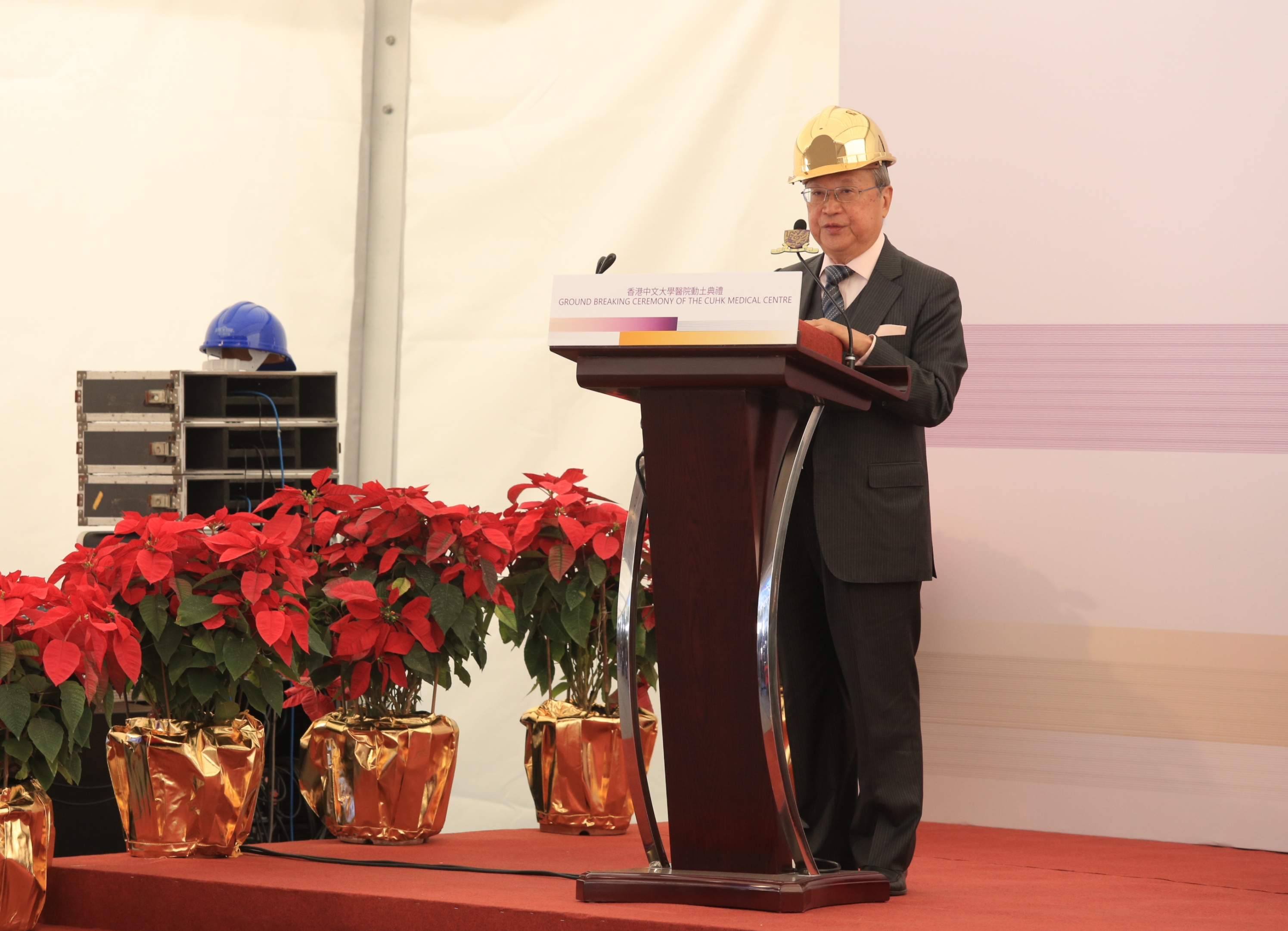 Dr. Norman N.P. Leung, Chairman of the Council, CUHK delivers a thank you speech.