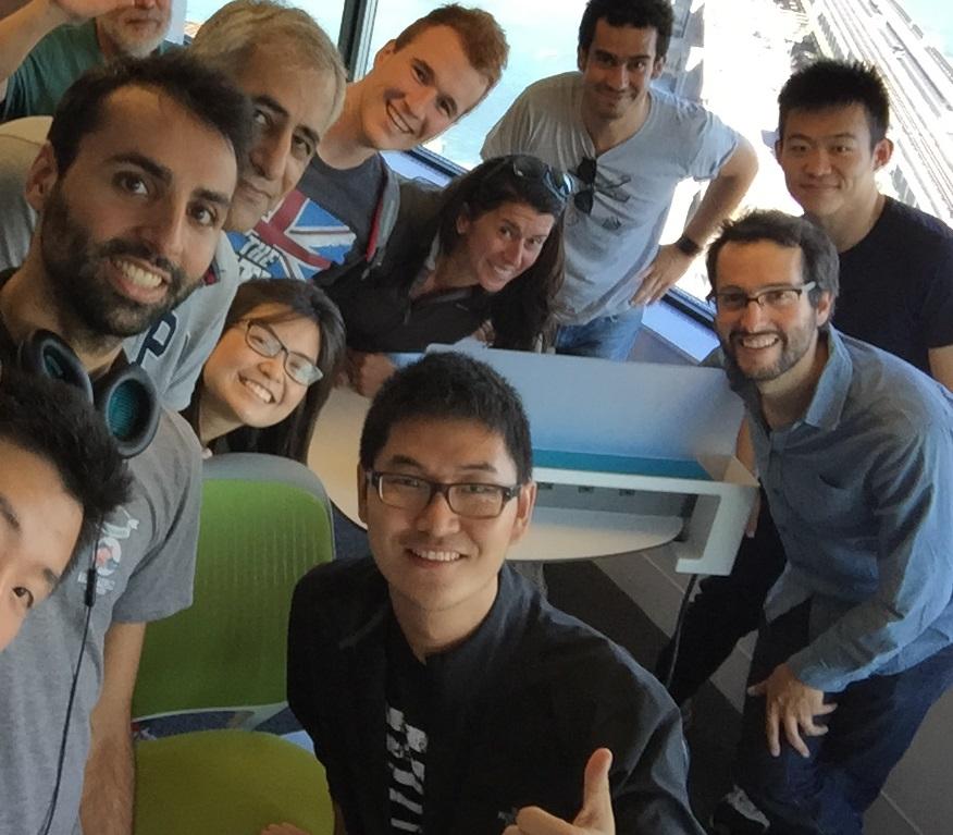張帆(前排中)與麻省理工學院可感知城市實驗室成員。