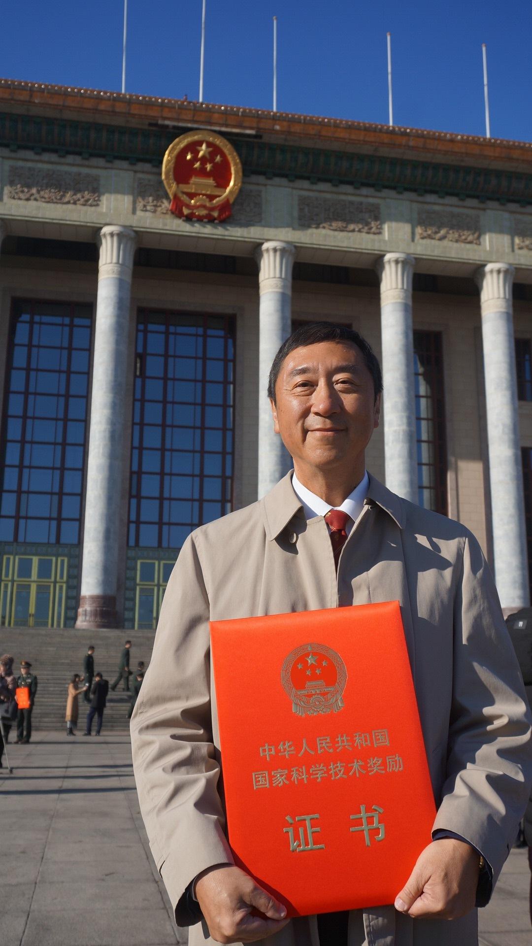 由中大校長兼莫慶堯醫學講座教授沈祖堯教授領導的科研團隊憑大腸癌研究獲國家自然科學獎二等獎。