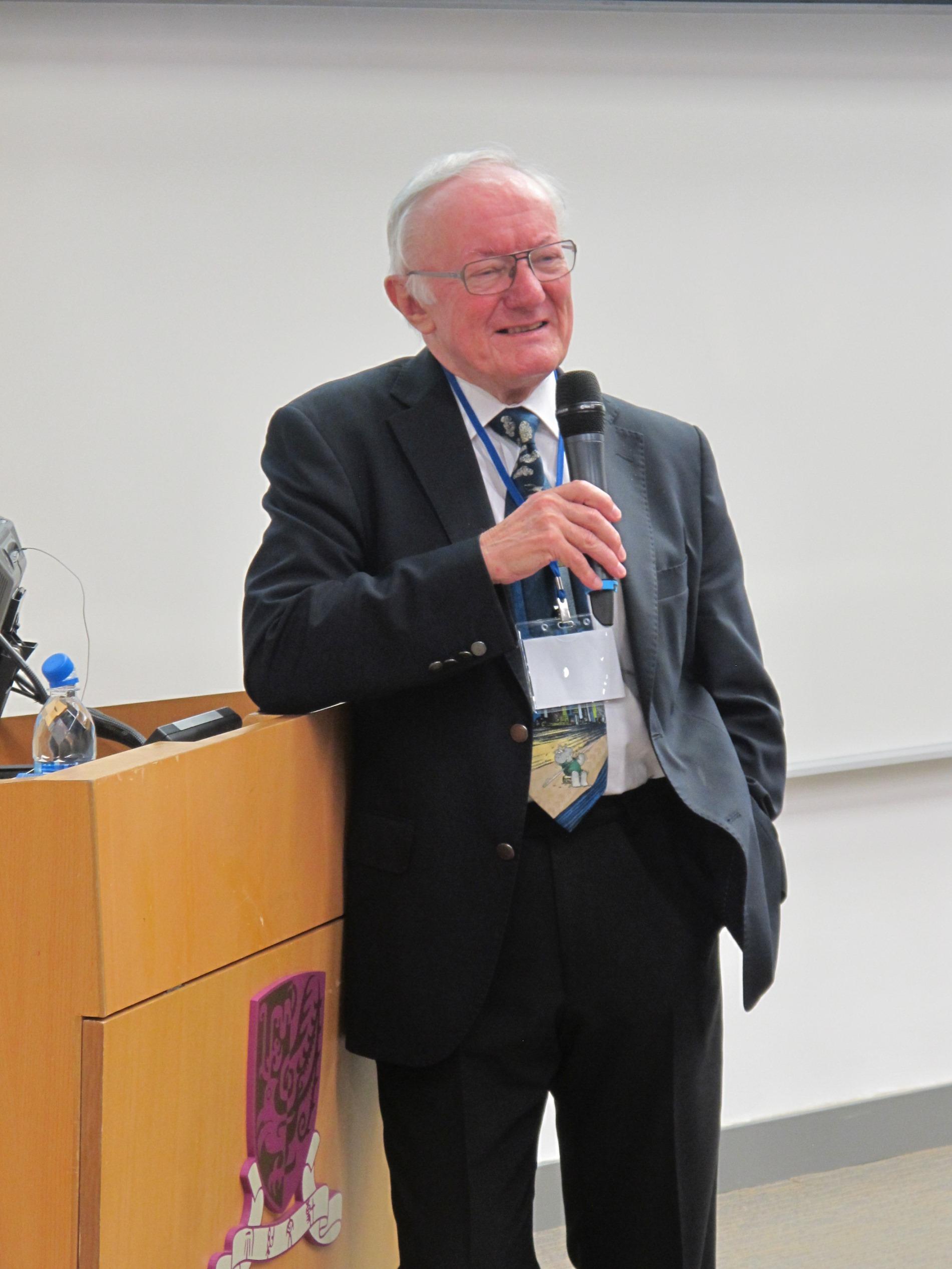Michael Batty教授就题目「定义长远城市变化」演讲。