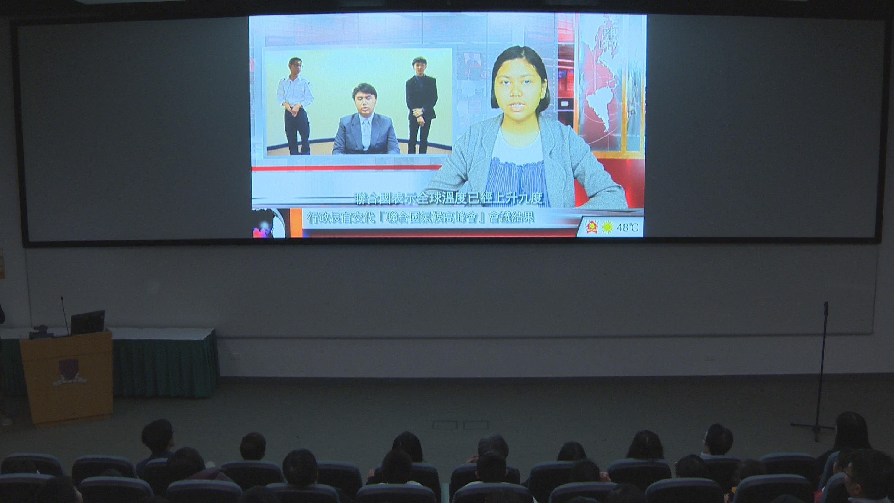 觀眾欣賞中學生組冠軍作品。