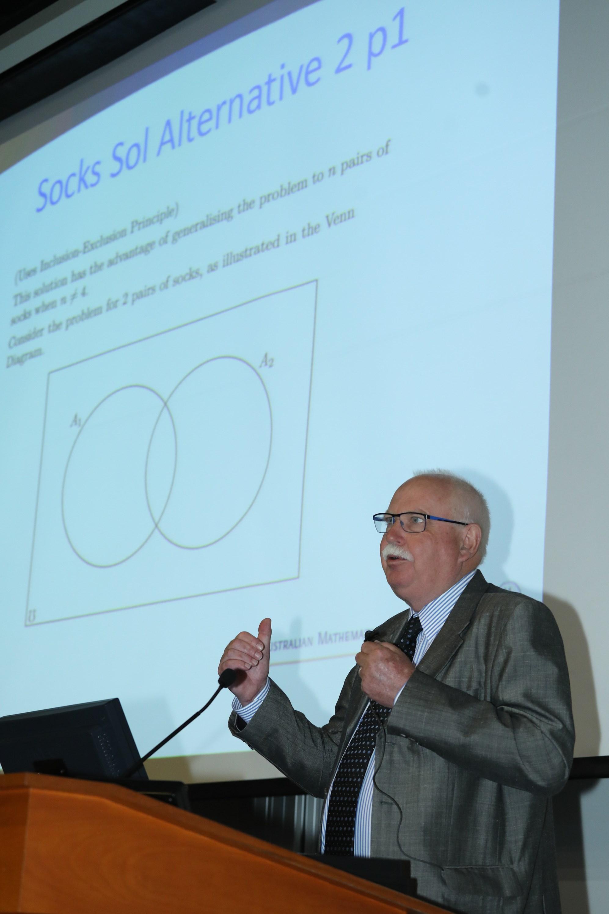 彼得泰勒教授以「中學數學中的一些有趣題目及資優教育中的一些經驗交流」作公開演講。