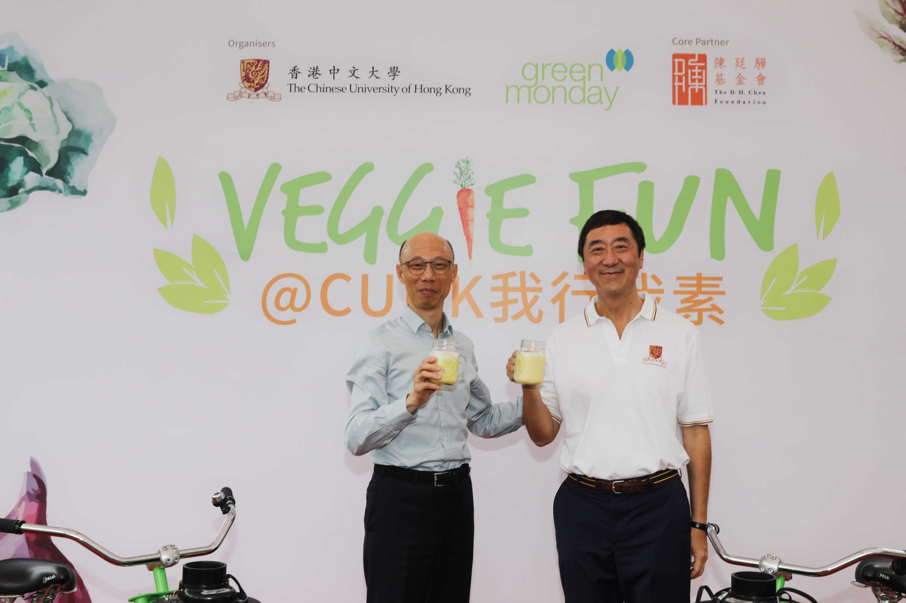 Prof. Joseph Sung and Mr. K.S. Wong check out a bicycle-powered blender and provide a 'feet-on' demonstration of churning fruits into smoothies.