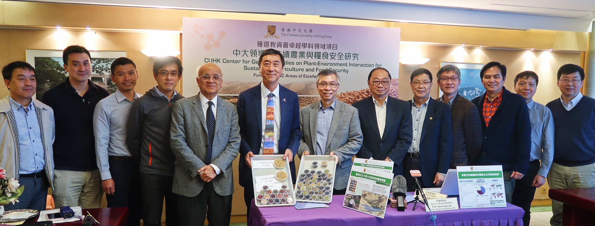 Prof. Joseph J.Y. Sung and Prof Hon-ming Lam with the research team of AoE Centre for Genomic Studies on Plant-Environment Interaction for Sustainable Agriculture and Food Security