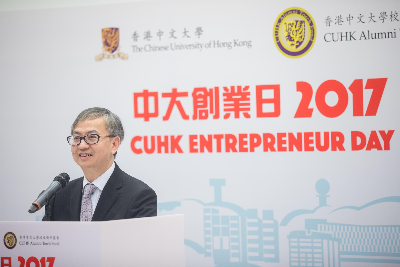创新及科技局副局长钟伟强博士致辞。