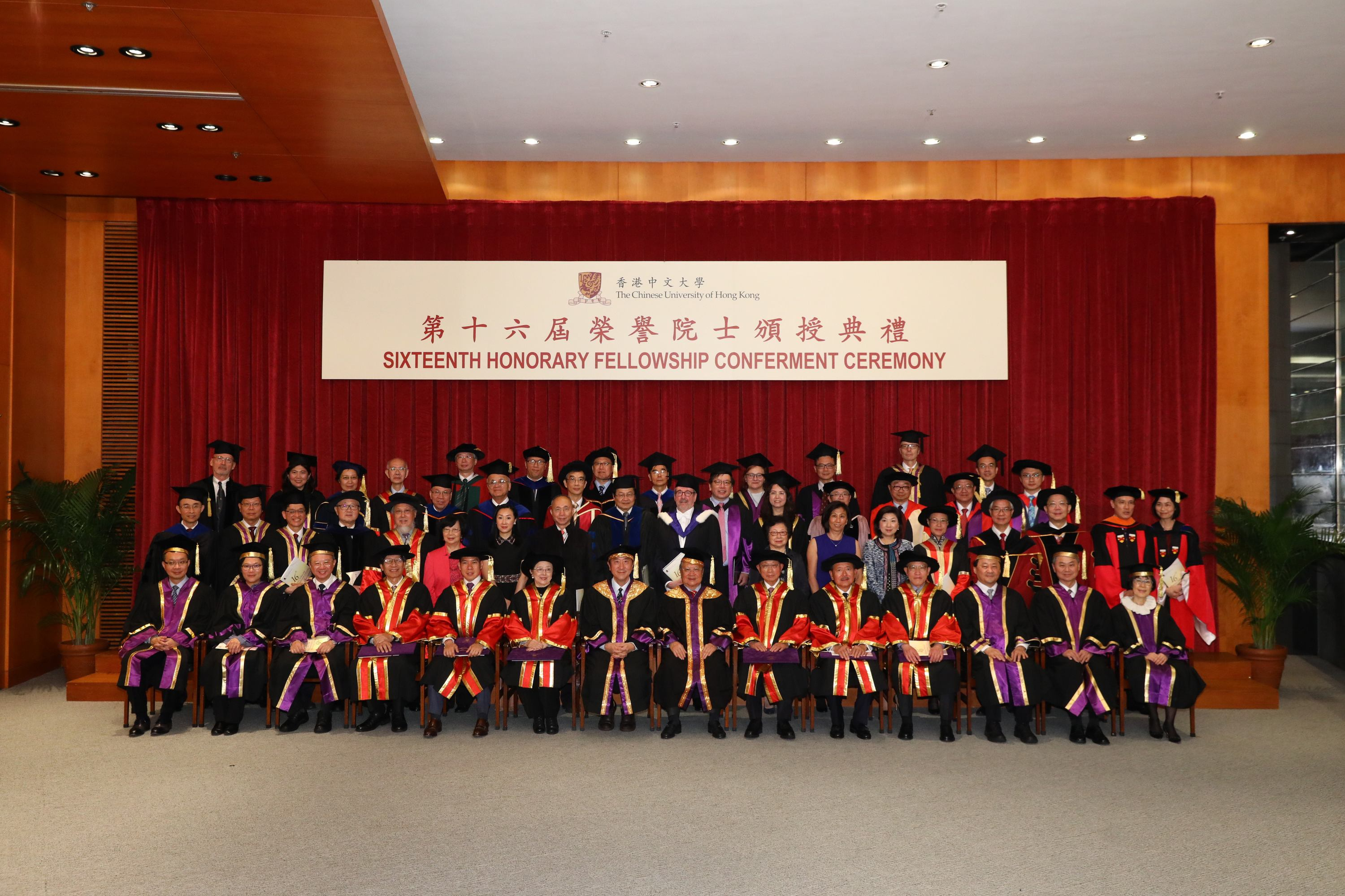 Group photos of the six honorary fellows, Council Chairman Dr. Norman Leung (7th right, front row), Vice-Chancellor Prof. Joseph Sung (7th left, front row), Provost Prof. Benjamin Wah (3rd right, front row), and Pro-Vice-Chancellors Prof. Fanny Cheung, Prof. Fok Tai-fai (1st-2nd right, front row), Prof. Poon Wai-yin, Prof. Michael Hui (2nd-3rd left, front row) and Vice-President Mr. Eric Ng (1st left, front row).