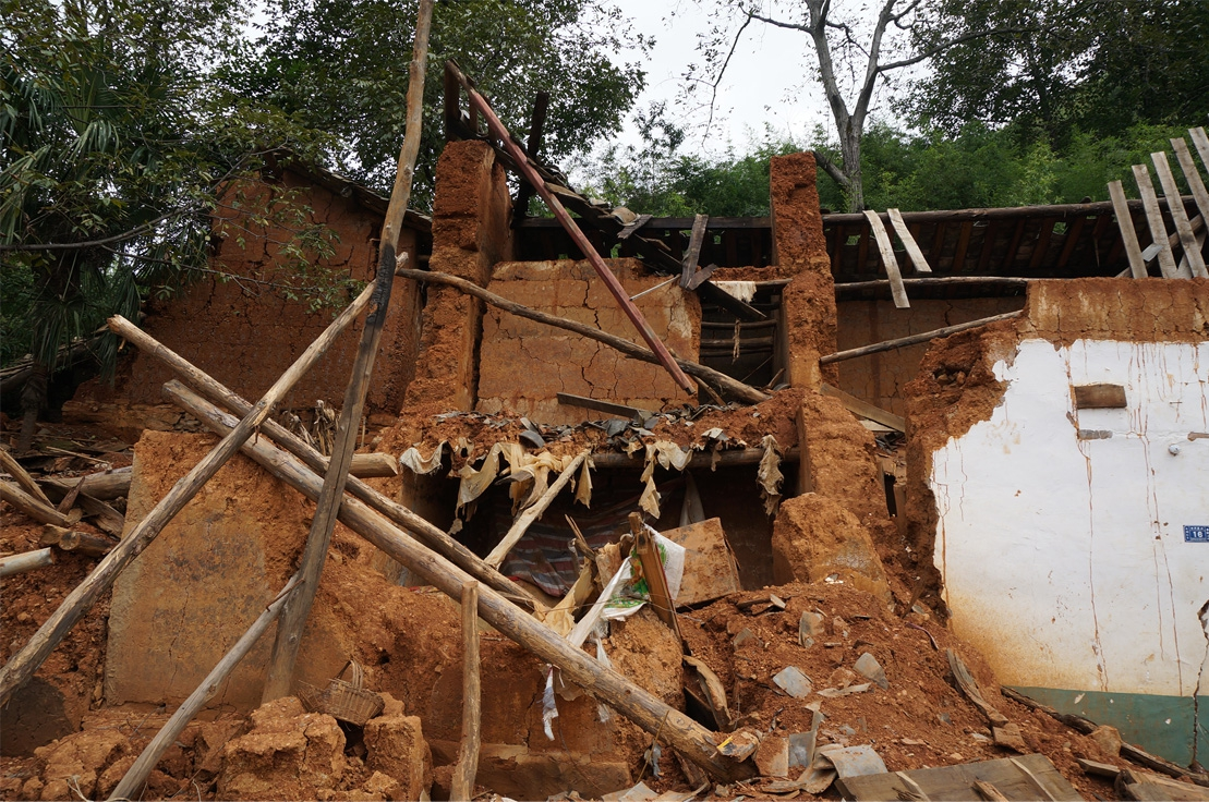 Local traditional rammed-earth buildings in Yunnan were destroyed by earthquake