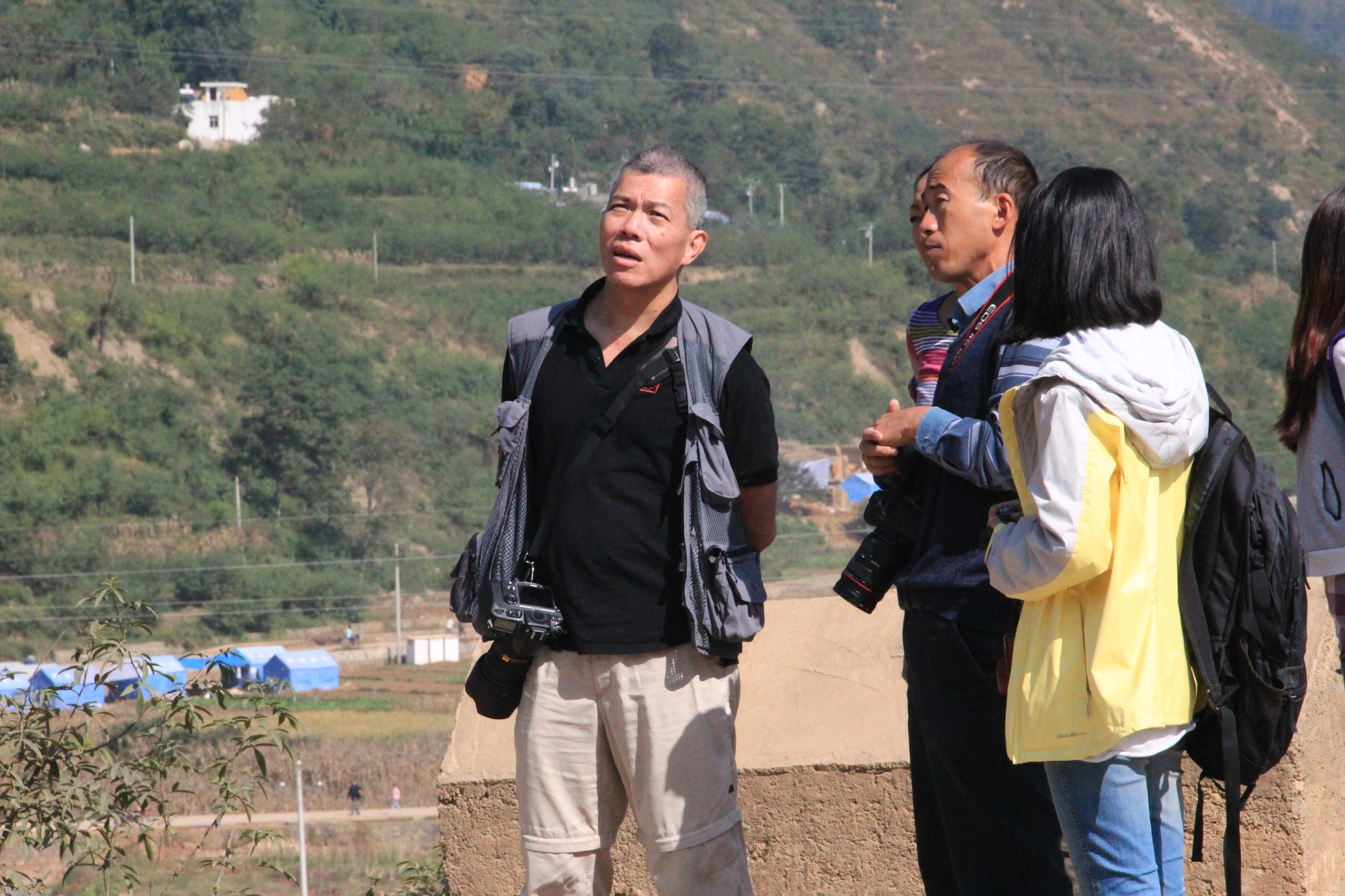 Prof. Edward Ng (1st left) at the investigation trip to  Guangming Village.