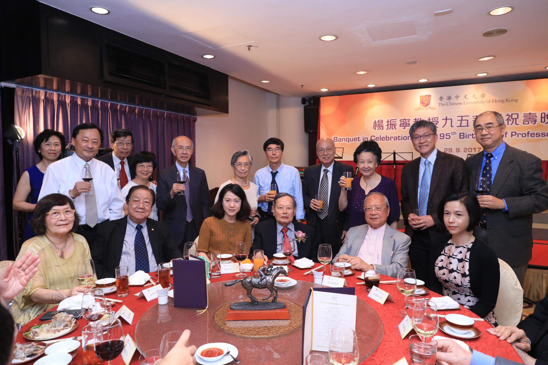中大師生和楊教授的親朋好友出席祝壽晚宴。