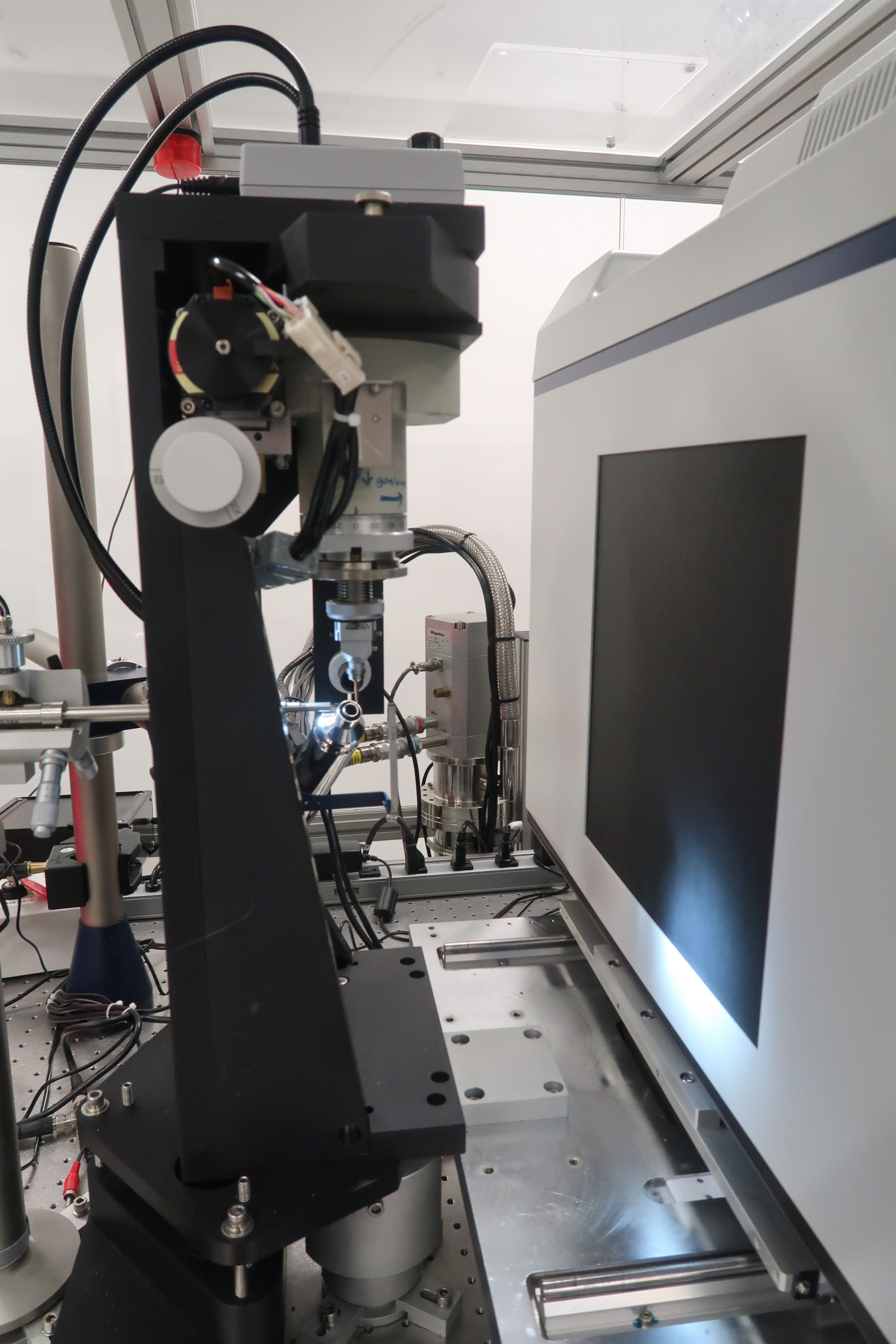 X-ray diffractometer.