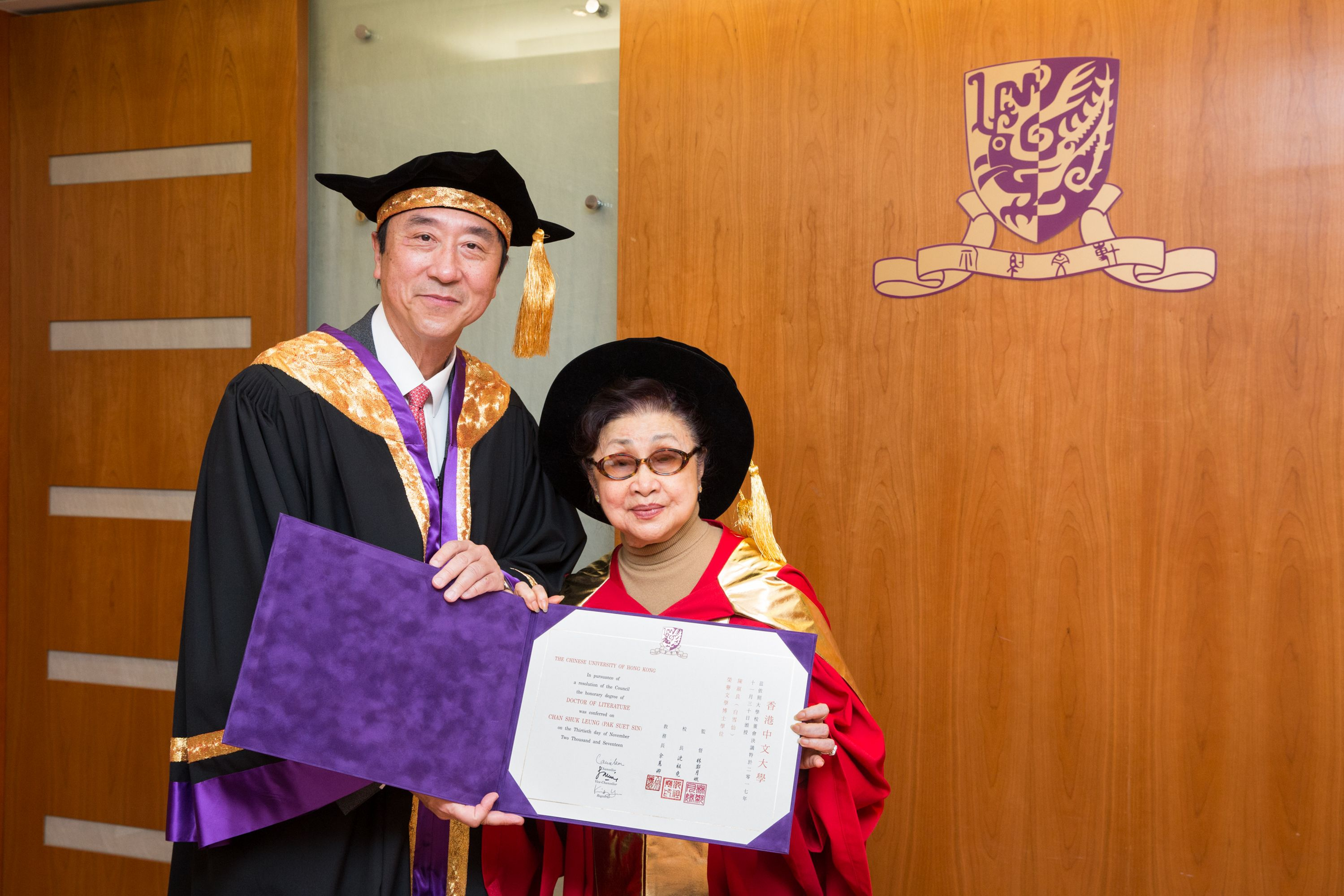 Prof. Joseph J.Y. Sung, Vice-Chancellor and President of CUHK (left), presents the certificate of Honorary Degree of Doctor of Literature to Dr. CHAN Shuk-leung (alias PAK Suet-sin)