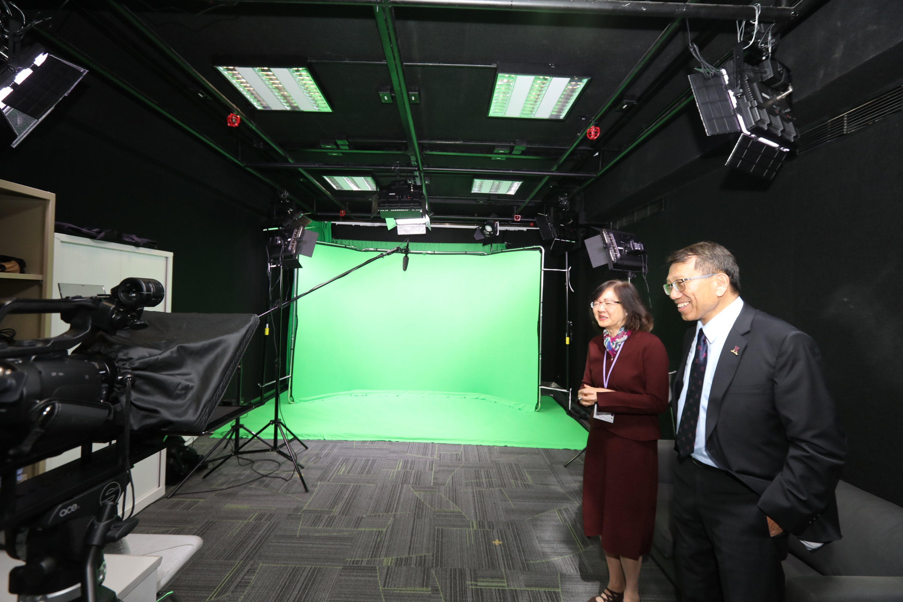 Centre for Learning Enhancement And Research Director Professor Cecilia Chun accompanies Professor Tuan to visit the Centre for eLearning Innovation and Technology (ELITE) in CUHK