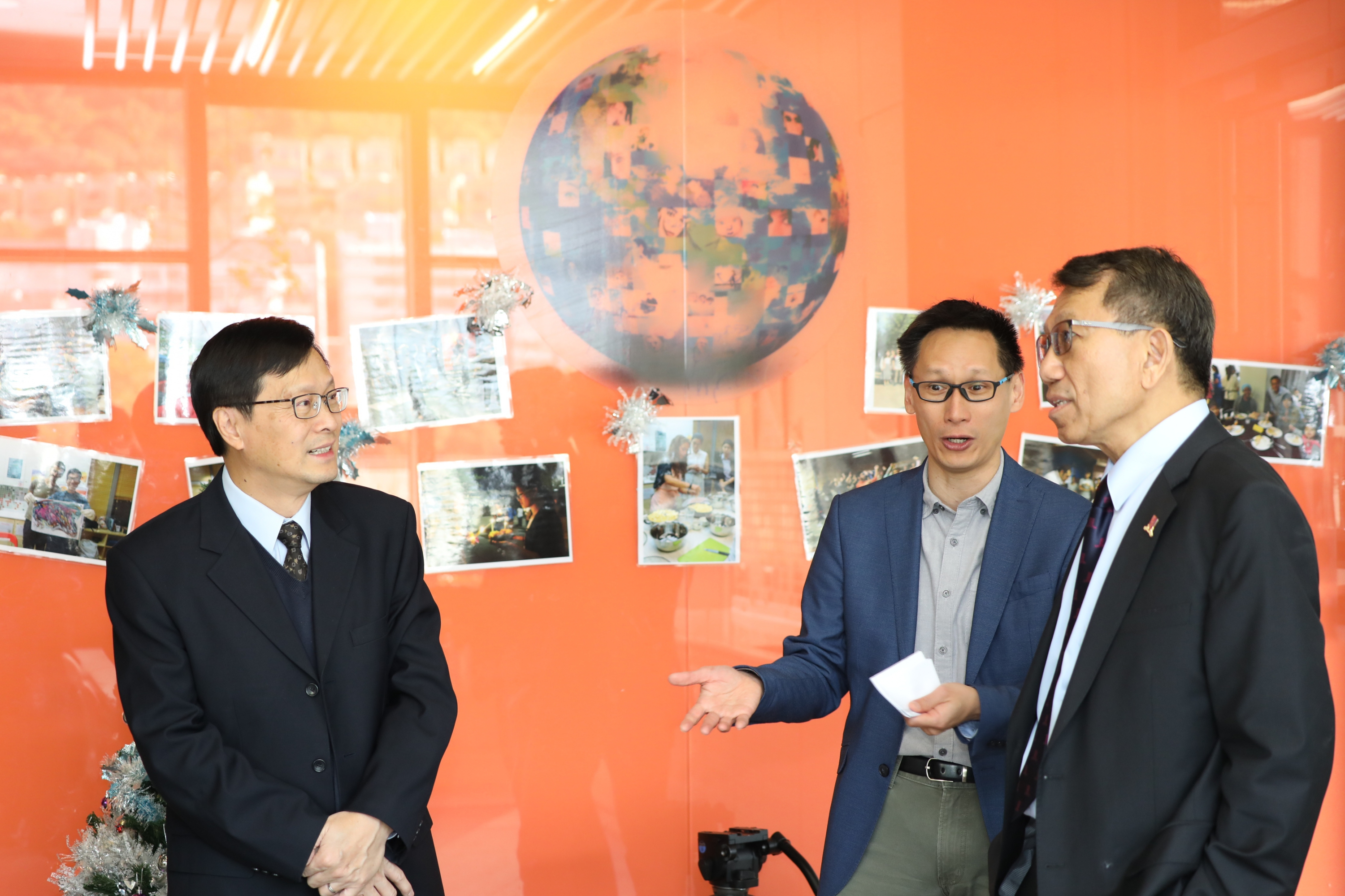 (from left) Mr. Raymond Leung, Director of Office of Student Affairs of CUHK, Professor Edwin Chan, Associate Vice-President / University Dean of Students accompany Professor Tuan to visit various facilities in CUHK