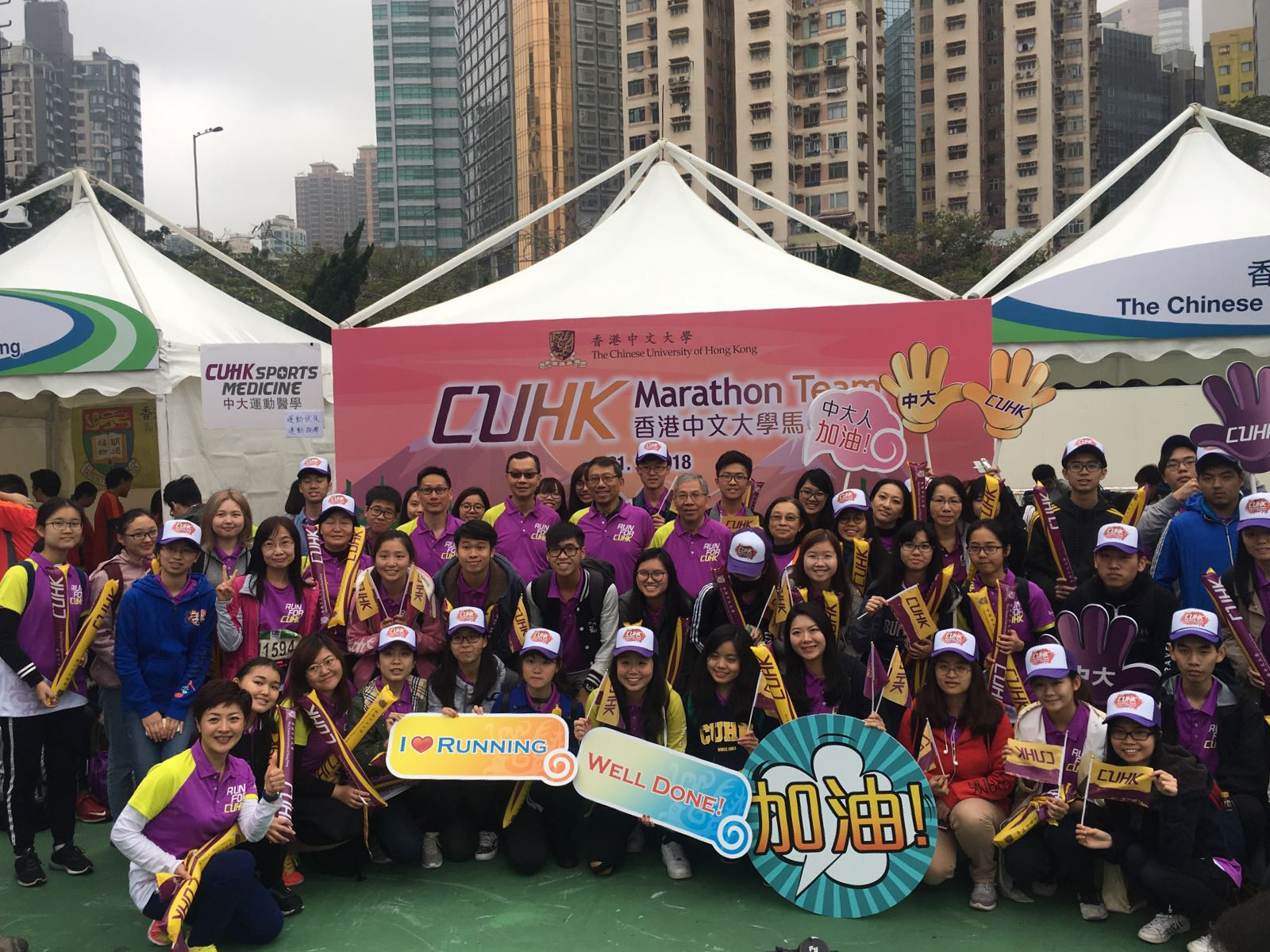 Professor Rocky S. Tuan, Vice-Chancellor and President of The Chinese University of Hong Kong (CUHK) shows his support for the CUHK marathon team participating in the Standard Chartered Hong Kong Marathon 2018 at  Victoria Park