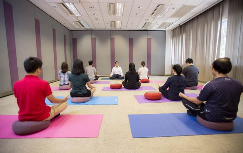 研究參加者進行靜觀練習。