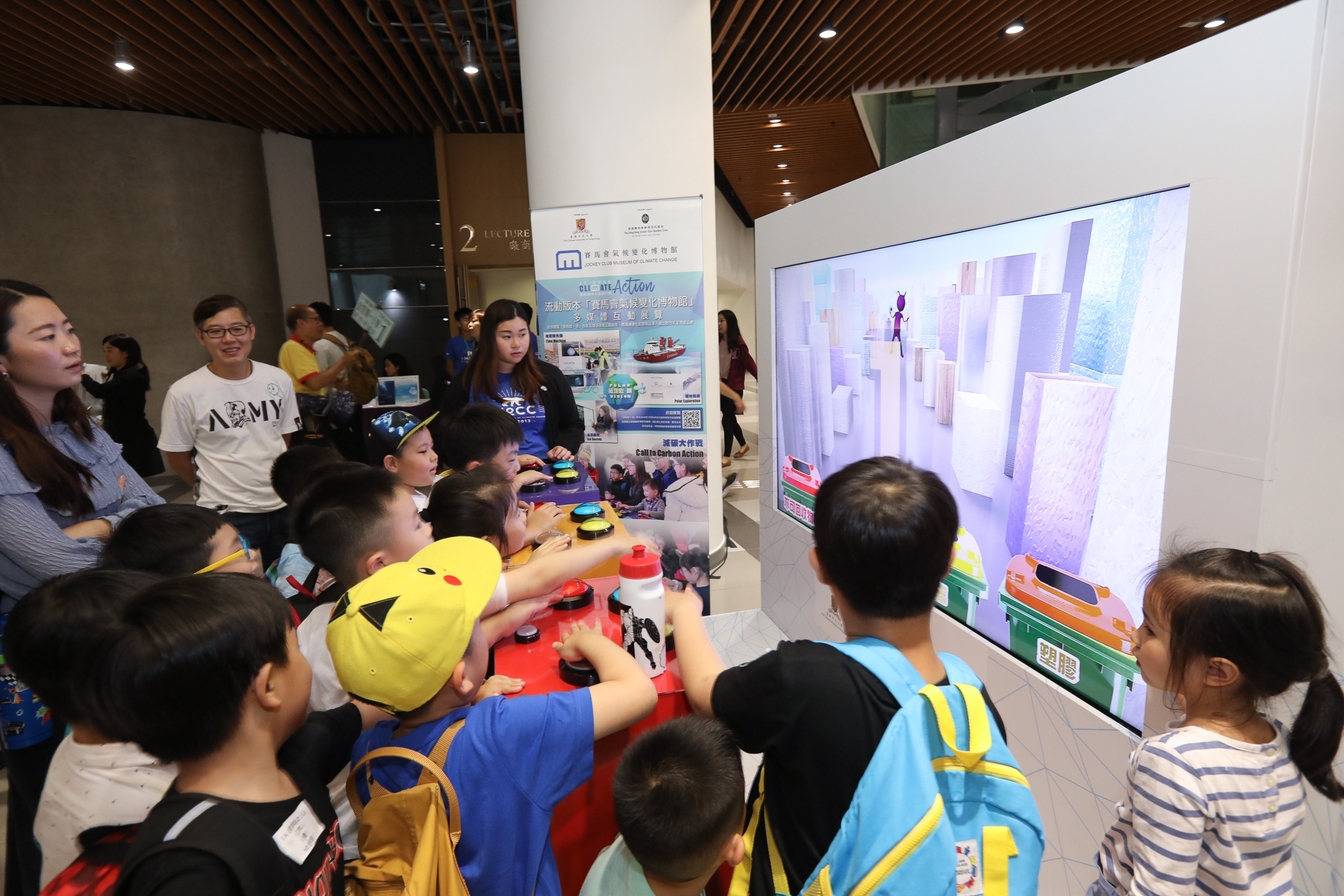 A mini-carnival with exhibits from MoCC's 'Mobile Museum' and green game booths was held before the screening.