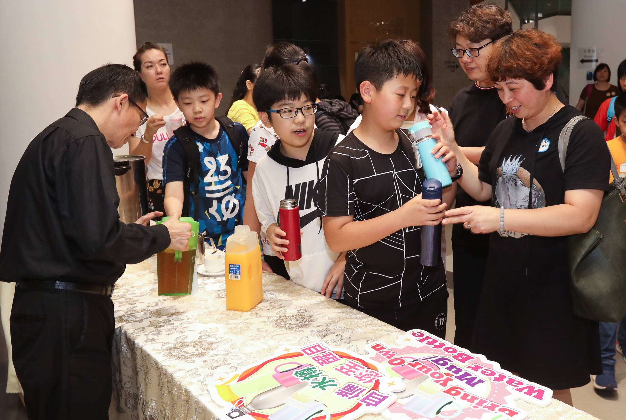 To promote the message of 'Bring Your Own' and the 'UNIfy: Skip the Straw' joint-university movement, free drinks were distributed to participants who brought their own cups/bottles.