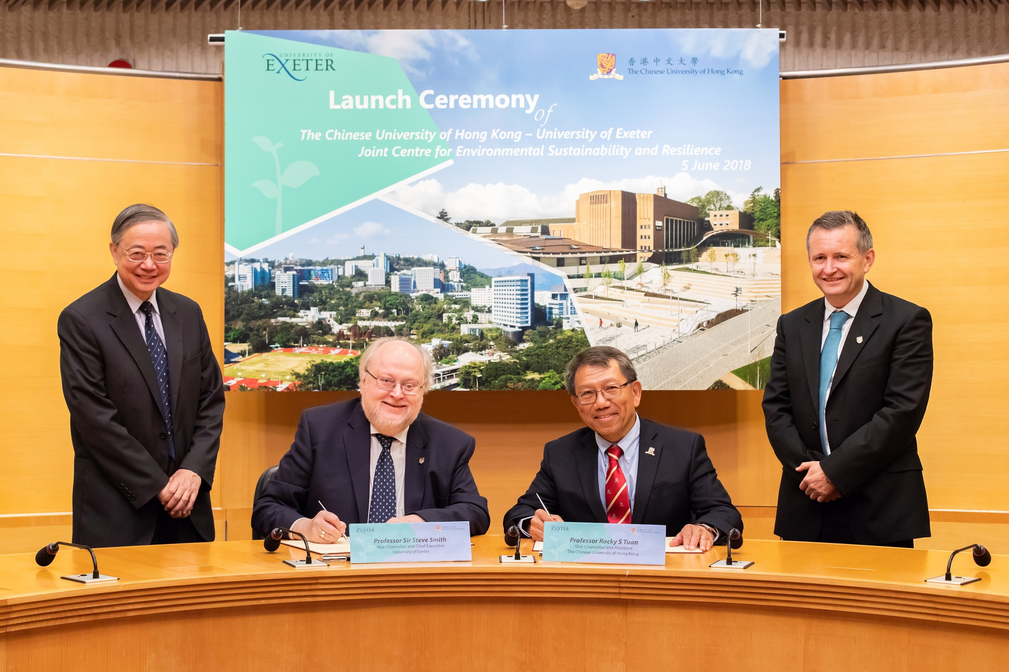 Prof. Rocky S. Tuan (right), Vice-Chancellor and President, CUHK, and Prof. Sir Steve Smith, Vice-Chancellor and Chief Executive, University of Exeter (left), sign an Agreement for the establishment of ENSURE, witnessed by Prof. Gabriel Lau, Co-Director of ENSURE, CUHK and Professor Gavin Shaddick, Co-Director of ENSURE, University of Exeter