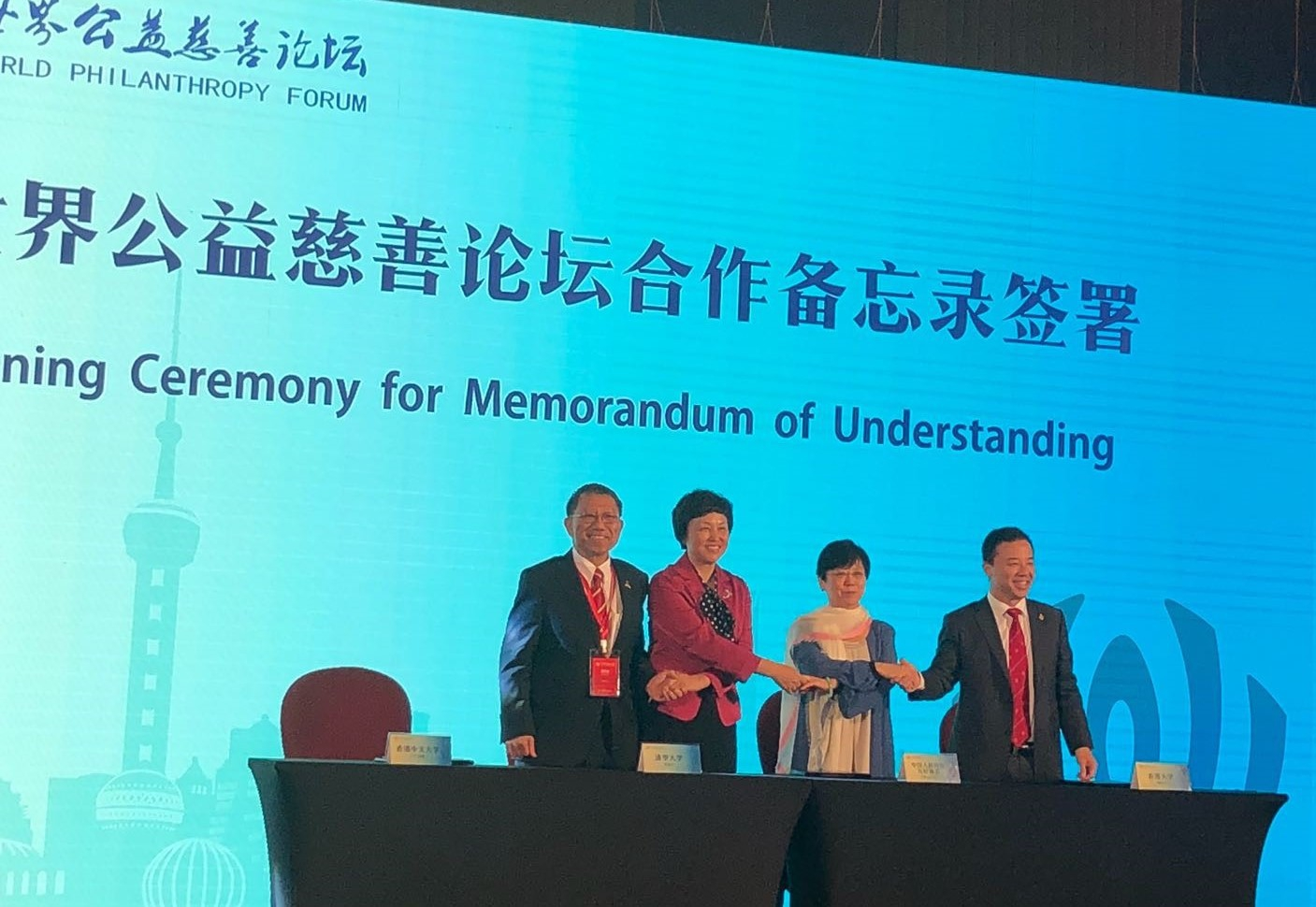 (From left) Professor Rocky S. Tuan, Vice-Chancellor and President of CUHK signs a MOU with Ms Chen Xu, Chairperson of the University Council of Tsinghua University, Ms Li Xiaolin, President of CPAFFC, and Professor Zhang Xiang, President and Vice-Chancellor of HKU.