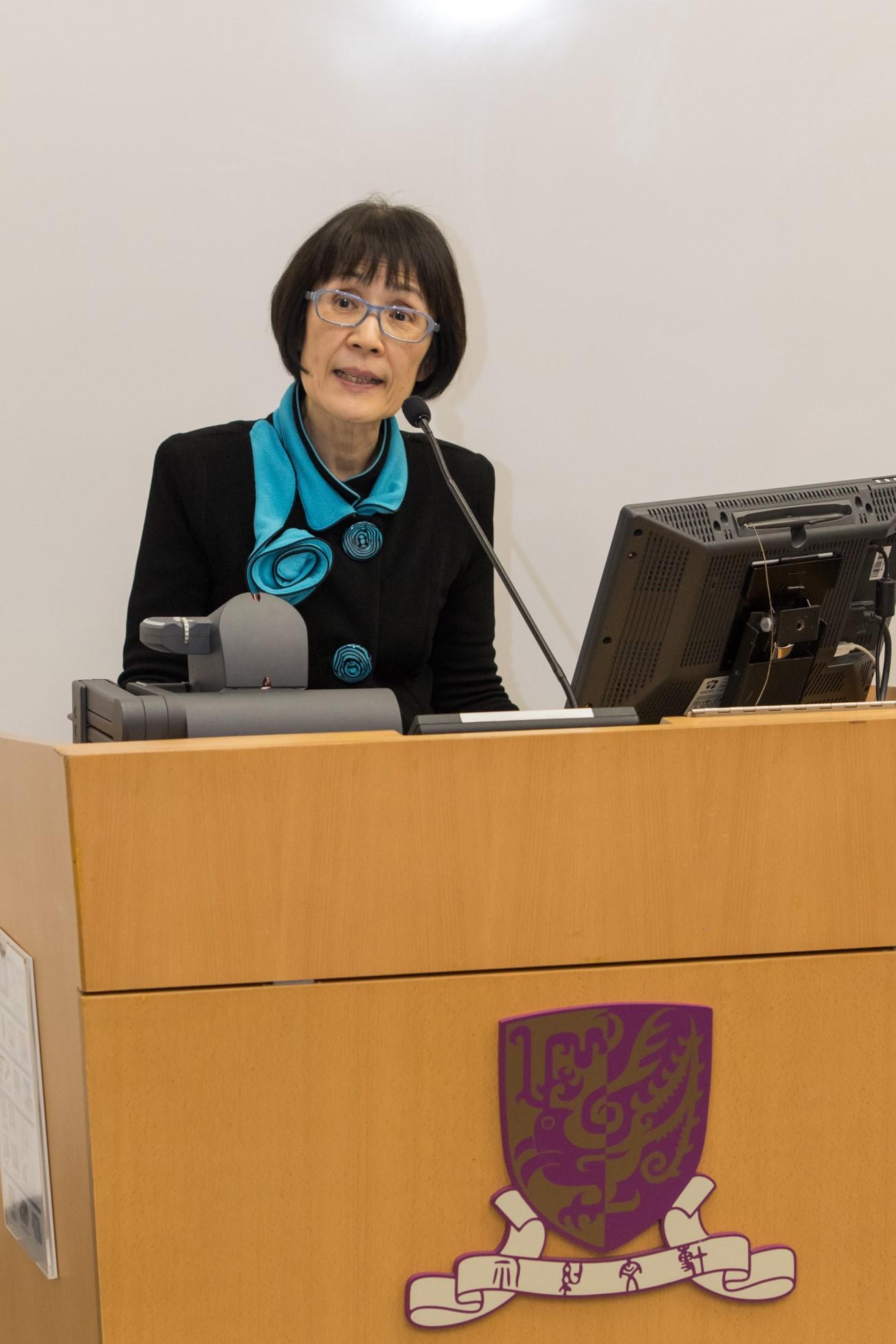 中大副校長張妙清教授介紹講者。