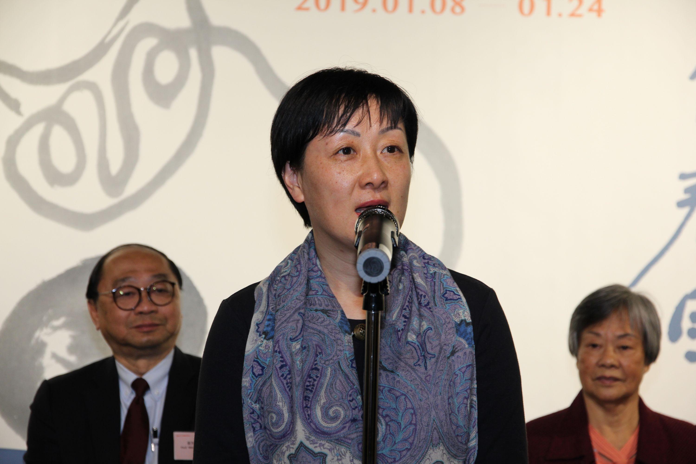 Prof. Xu Xiaodong, Associate Director of the Art Museum, CUHK delivers a welcoming speech.