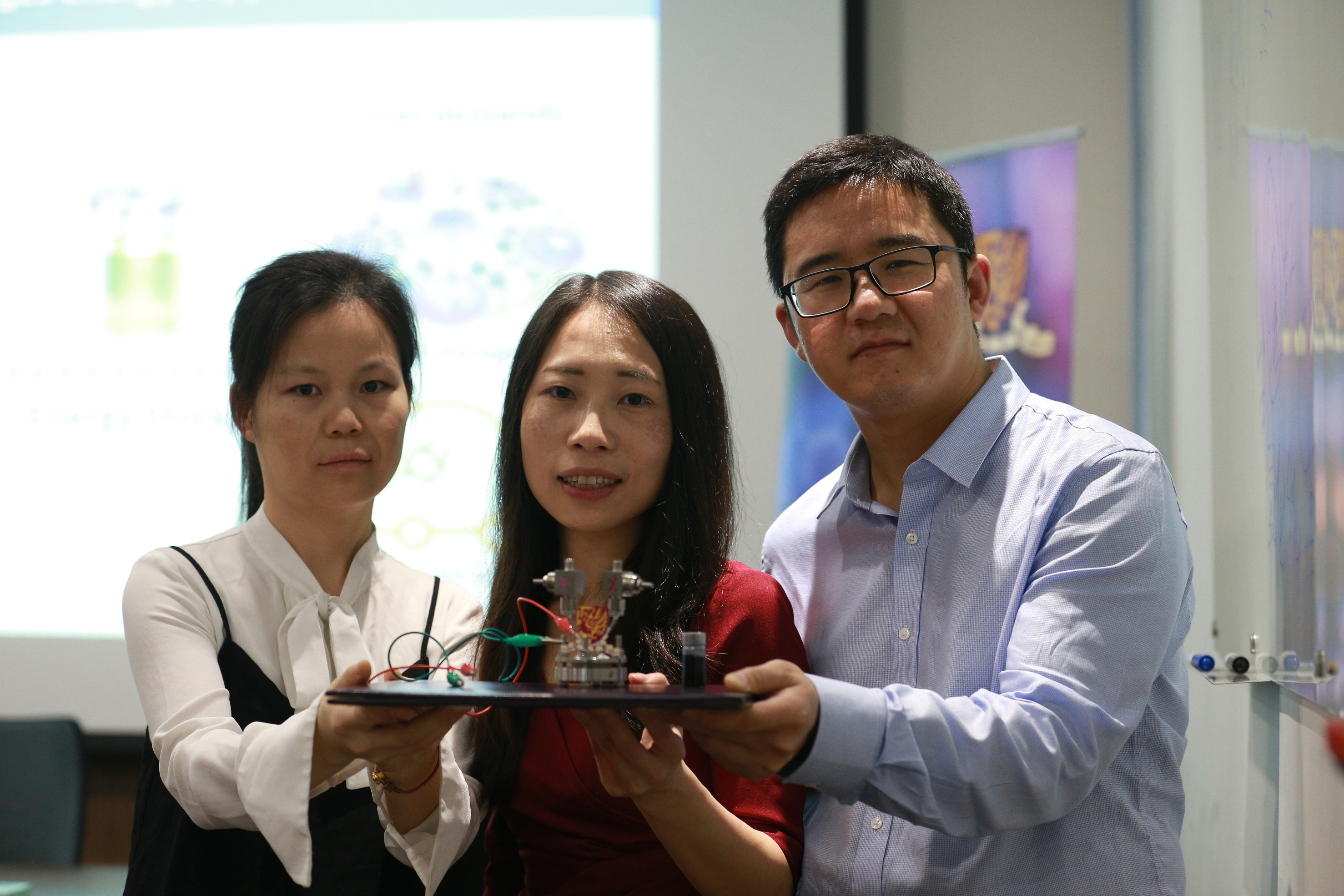 Prof. Yi-Chun Lu, Department of Mechanical and Automation Engineering, CUHK (centre) and her research team