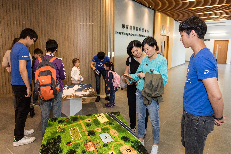 電影放映前設「流動賽馬會氣候變化博物館」展覽。