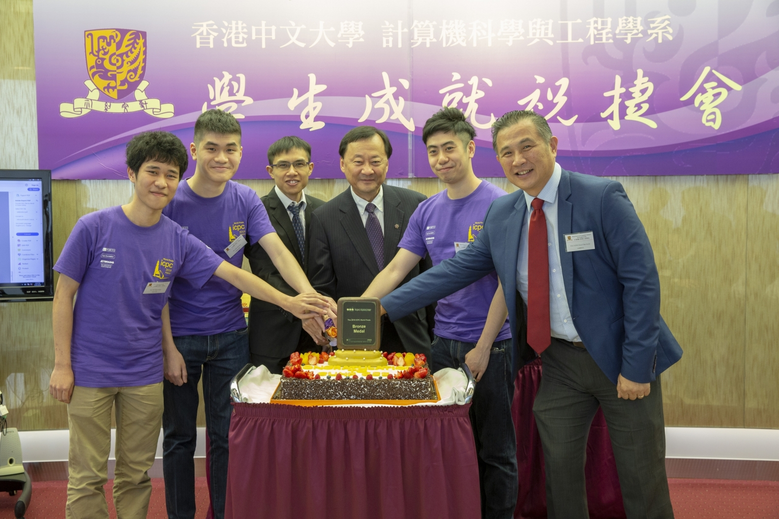 Prof. Benjamin Wah, Provost of CUHK (3rd from right); Prof. Irwin King, Associate Dean (Education), Faculty of Engineering (1st from right); Prof. Chan Siu On, Assistant Professor of the Department of Computer Science and Engineering (3rd from left); celebrate with Ho Ngan-Hang (1s  from left), Yik Wai-Pan (2nd from right) and Poon Lik-Hang (2nd from left) from the CUHK Programming Team for winning a bronze medal at the 43rd Annual World Finals of the International Collegiate Programming Contest.