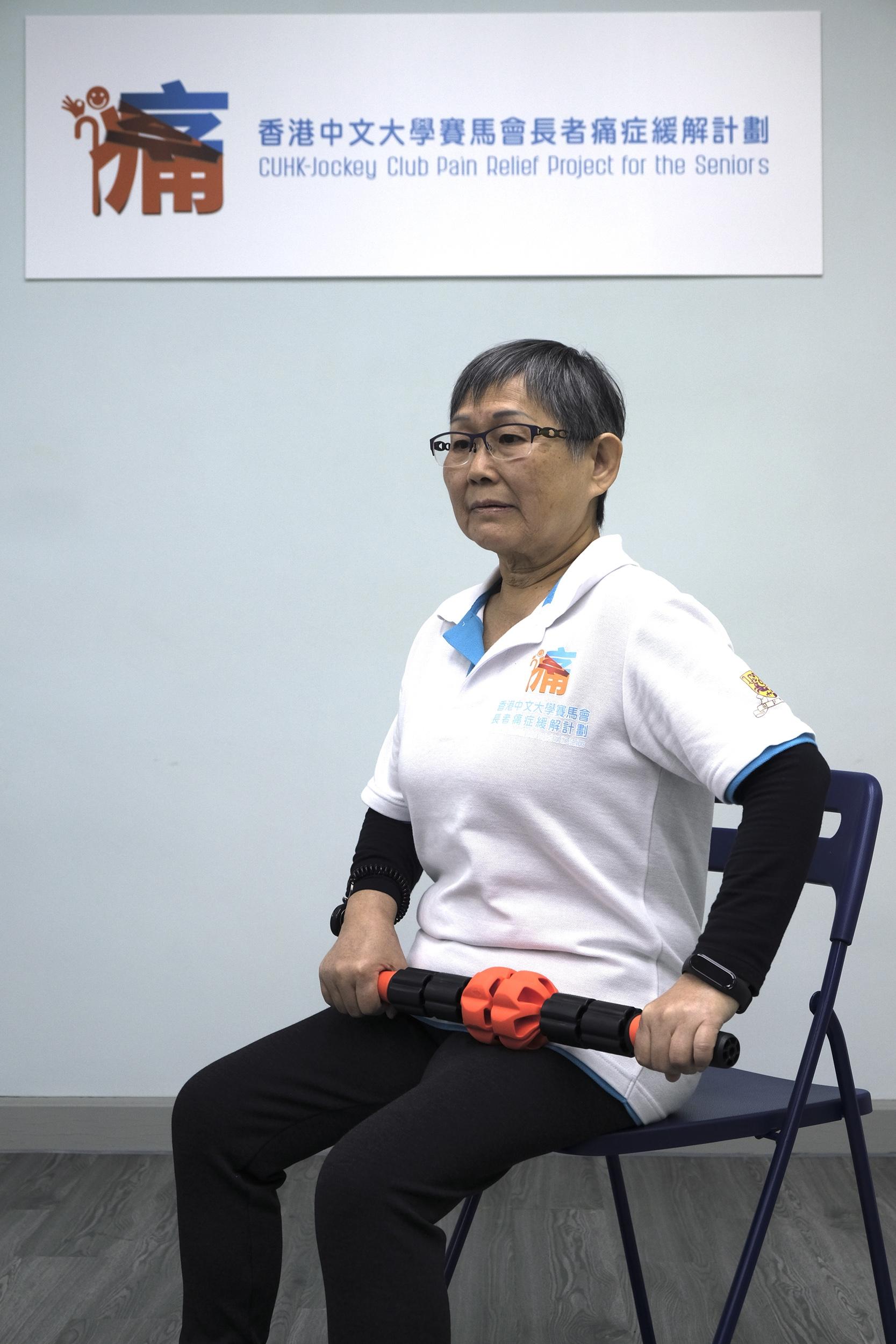 计划设有体适能教练,指导长者进行一系列痛症复康运动,增强他们的肌肉力量及身体柔软度。