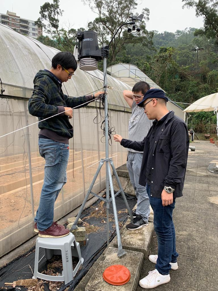 The team sets up a weather station in the ozone garden which monitors the micro-meteorology of the field site and the data is used for modelling the ozone impact on photosynthesis.