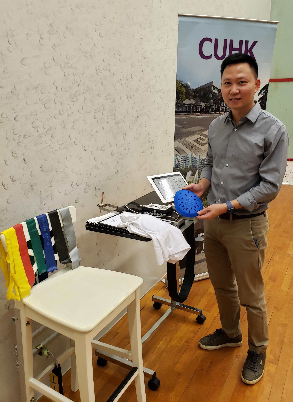 杨怿健教授建议居于护老院的长者配戴髋部保护器,以减少髋骨折风险,并要多做肌肉训练,增加平衡力。