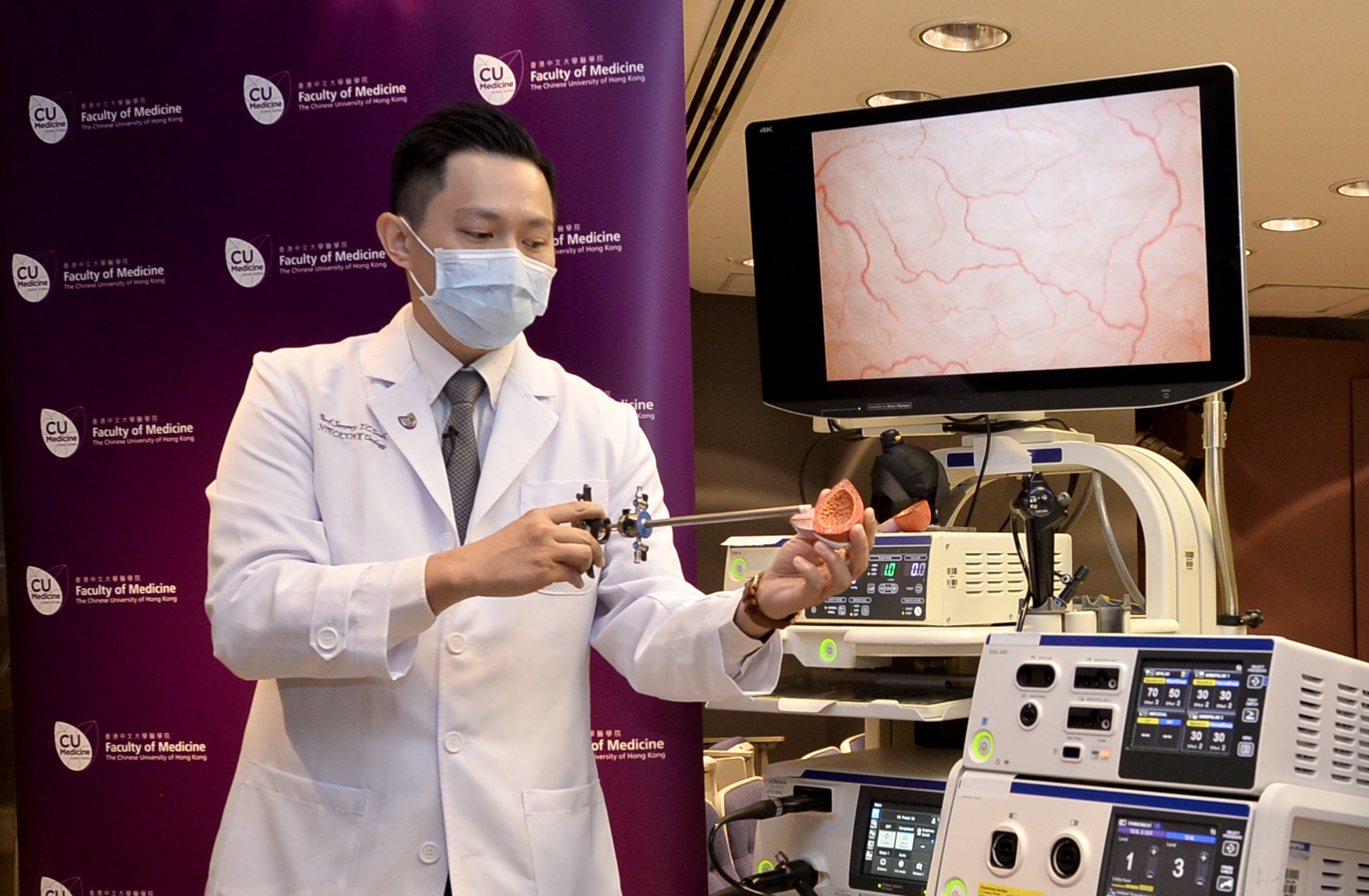 Dr. Jeremy Yuen Chun TEOH says en bloc resection of bladder tumour allows resection of the tumour in one piece and avoid tumour fragmentation, thus minimising the risk of tumour recurrence.
