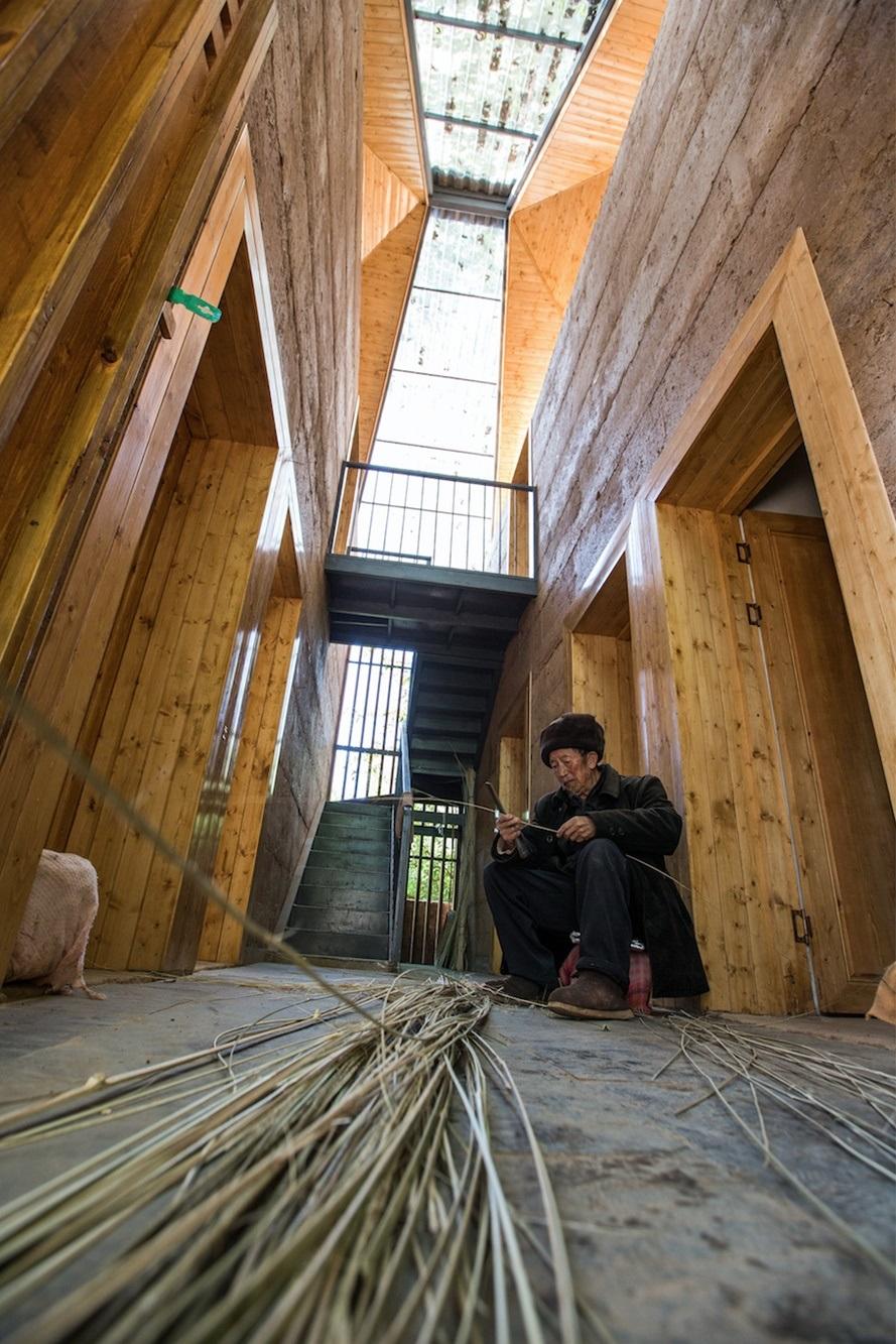 由「一专一村」团队设计和建造的云南光明村震后重建农宅。