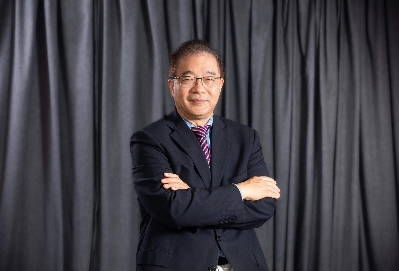 Professor Ling Qin