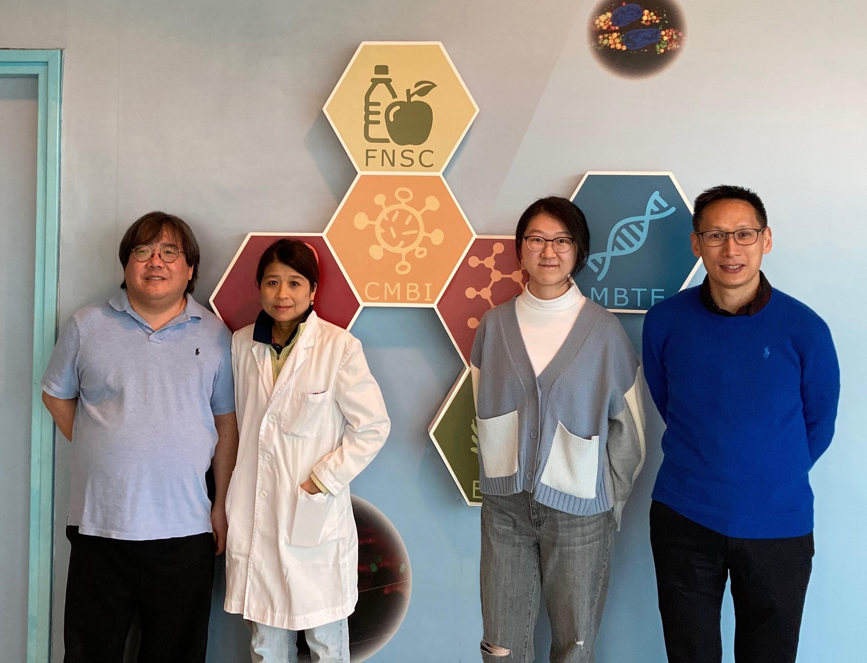 從左至右:陳文博教授,李明名博士,梁兆輝女士和陳浩然教授。