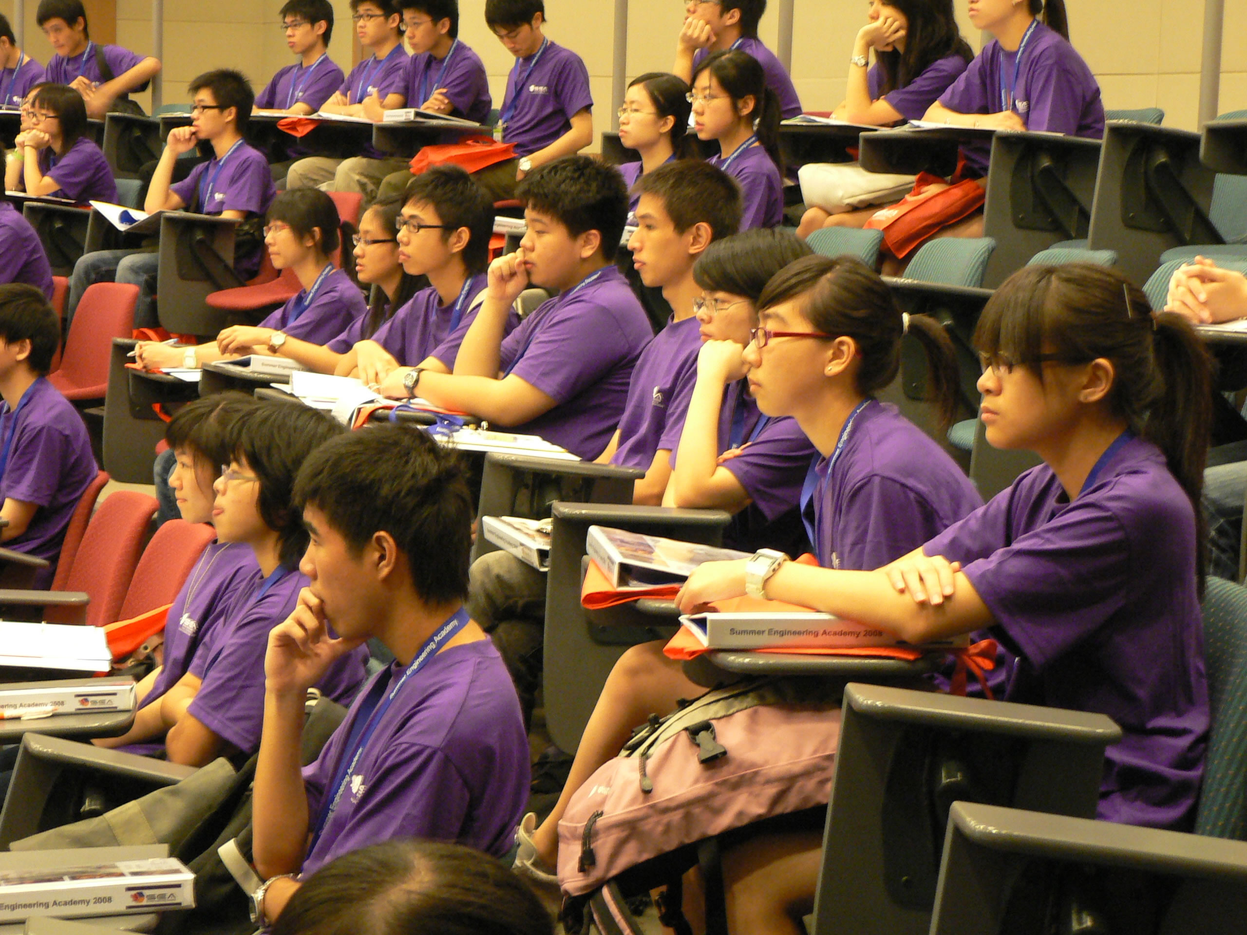 Students receive university-style lectures given by professors from the CUHK Faculty of Engineering