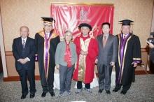 左起:陳述彭教授、劉遵義校長、吳冠中教授伉儷、楊利偉博士與梁少光先生。