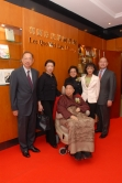 Dr & Mrs Lee Quo Wei posed in the Lee Quo Wei Law Library with their family members.