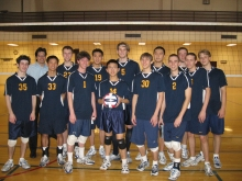 吳紹倫與美國密芝根大學排球隊的隊友合照