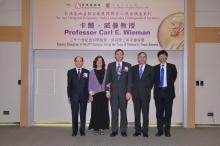 左起:新地执行董事黄奕鉴先生、威曼教授伉俪、中大校长刘遵义教授及副校长杨纲凯教授