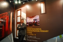 Prof. Edward Ng posing at the Inno Design Tech Expo of BODW 2008