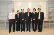 Four Rhodes Scholars from CUHK return to their alma mater and meet with the Vice-Chancellor, Professor Lawrence J Lau (third from right), and Head of the United College, Professor Fung Kwok-pui (third from left)
