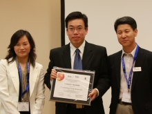 Prof. Huang Jianwei (middle) at the award presentation ceremony in Dresden, Germany