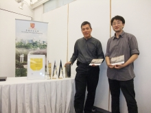 Prof. Ng Yan-yung Edward (left) and Mr. Mu Jun, Ph.D student, Department of Architecture, CUHK showcase the awards received by the ecological school project