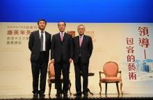 (左起)中大逸夫書院院長沈祖堯教授、唐英年司長,以及中大校長劉遵義教授
