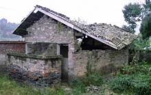 The old building suffered serious damage in the earthquake