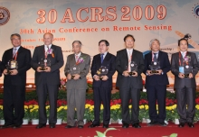 Prof. Lin Hui (3rd right) at the AARS Outstanding Contribution Prize Presentation Ceremony