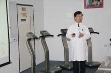 梁国穗教授示范振动平台的运作